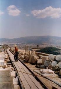 Ouvrier sur l'Acropole, 1998. Photo P.L.